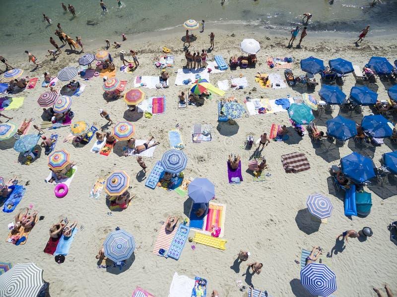 Vogelperspektive des Strandes in Katerini, Griechenland lizenzfreie stockfotografie