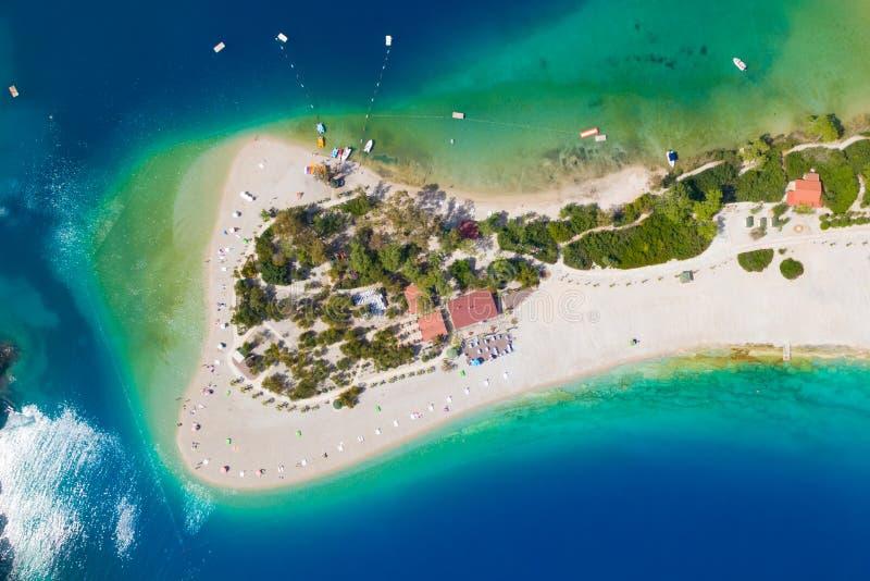 Vogelperspektive des Strandes in Oludeniz, die Türkei lizenzfreie stockfotografie
