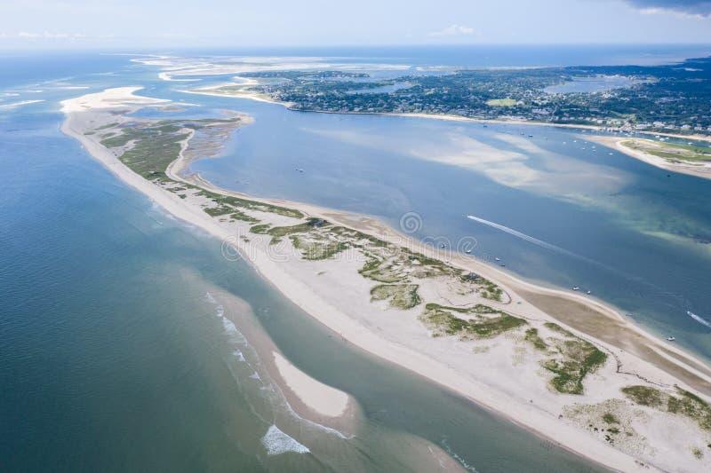 Vogelperspektive des Strandes und des Atlantiks auf Cape Cod, MA stockfoto