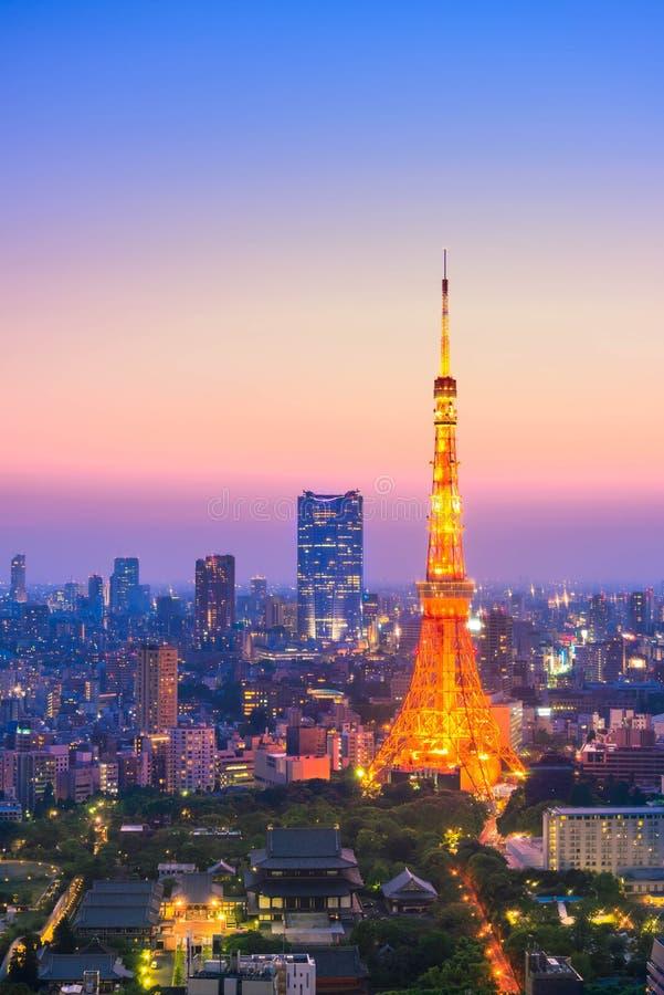 Vogelperspektive des Tokyo-Stadt-und Tokyo-Turms lizenzfreie stockfotos