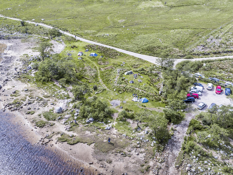 Vogelperspektive des wilden kampierenden Bereichs in Loch Etive stockfoto