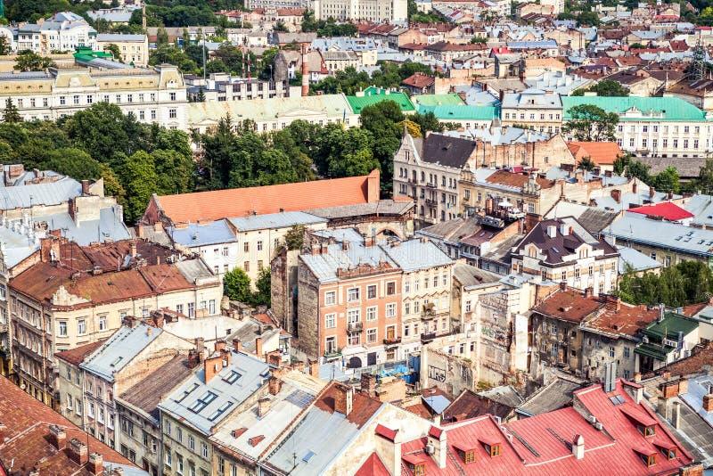 Vogelperspektive des zentralen Teils der alten europäischen Stadt Lvov lizenzfreie stockfotografie