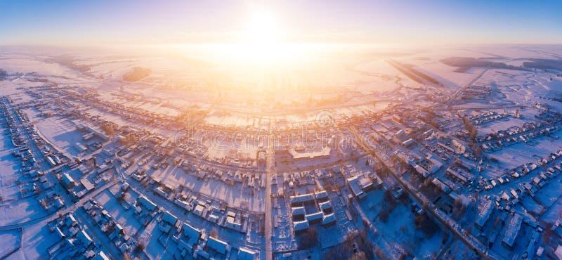 Vogelperspektive eines russischen Dorfs lizenzfreie stockfotos