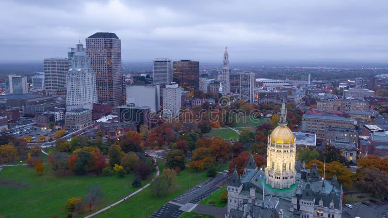 Vogelperspektive Hartfords Connecticut errichtendes Statehouse-Hauptstadtzentrum stockbilder