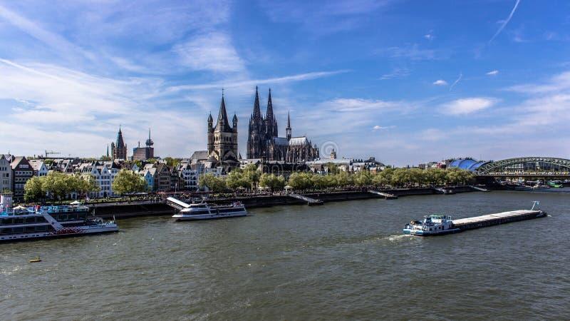 Vogelperspektive Kölns, Deutschland über dem Rhein stockfoto