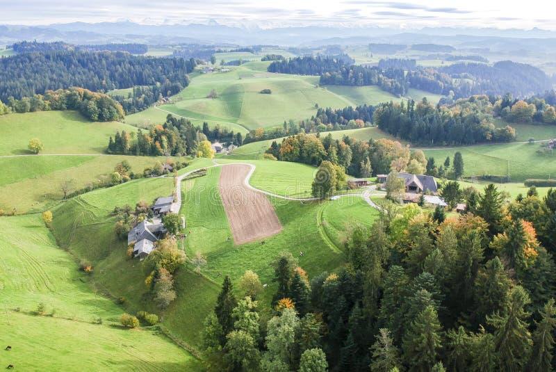 Vogelperspektive ländlichen Dorfs Mitteleuropas stockfotografie