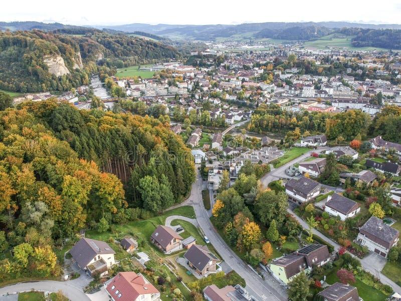 Vogelperspektive ländlichen Dorfs Mitteleuropas stockfotos