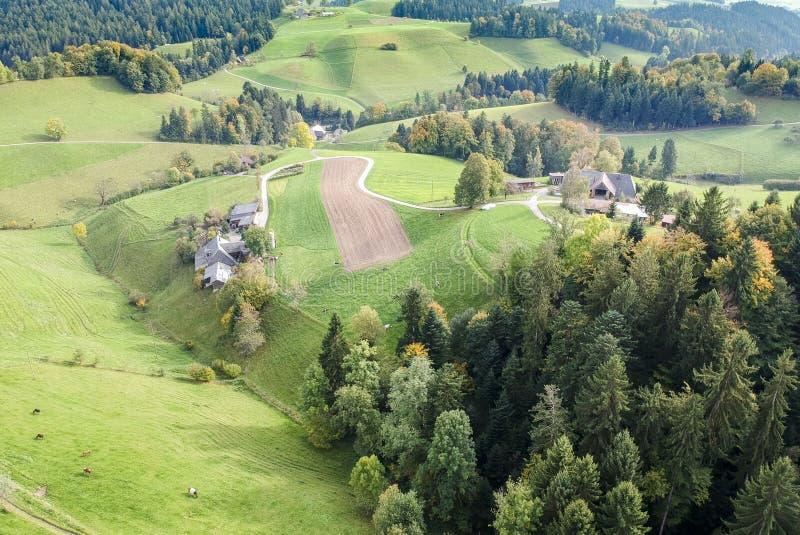Vogelperspektive ländlichen Dorfs Mitteleuropas stockbild