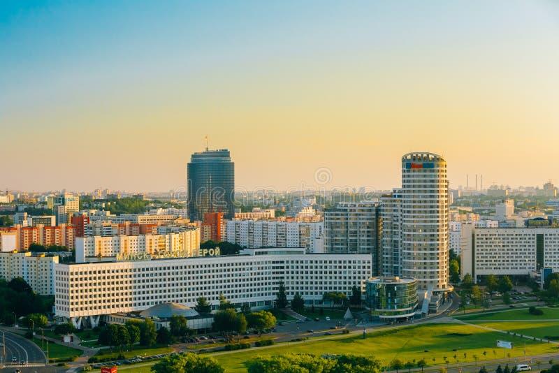 Vogelperspektive, Stadtbild von Minsk, Weißrussland Sommersaison, Sonnenuntergang lizenzfreies stockbild