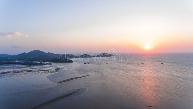 Vogelperspektive Sun, der über Andaman-Meer steigt lizenzfreies stockbild