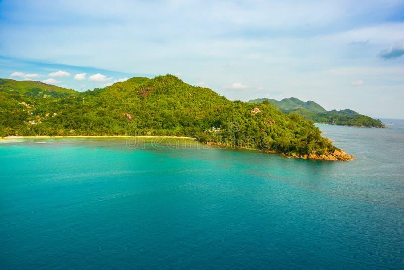 Vogelperspektive tropischen Mahe Islands und der sch?nen Lagunen lizenzfreies stockfoto