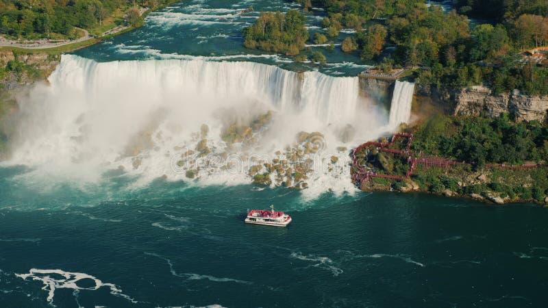 Vogelperspektive vom ber?hmtem Niagara Fluss und von Niagara Falls stockbild