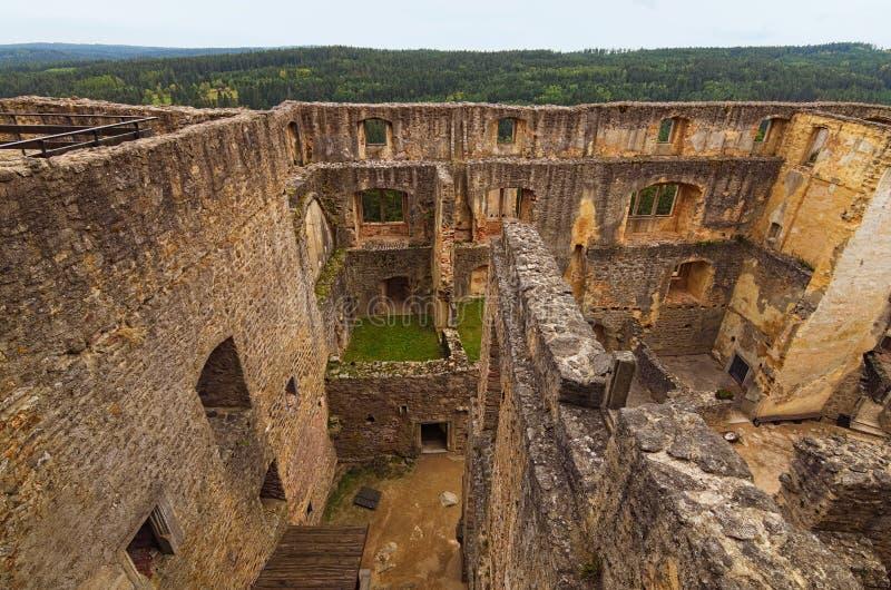 Vogelperspektive von alten Ruinen von Landstejn-Schloss Es ist das älteste und beste konservierte romanische Schloss in Europa lizenzfreies stockbild