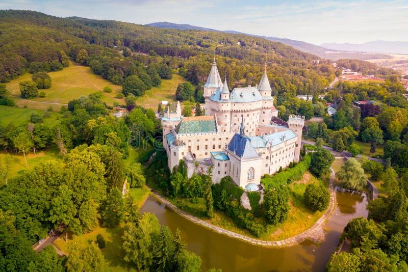 Vogelperspektive von Bojnice-Schloss stockfotografie