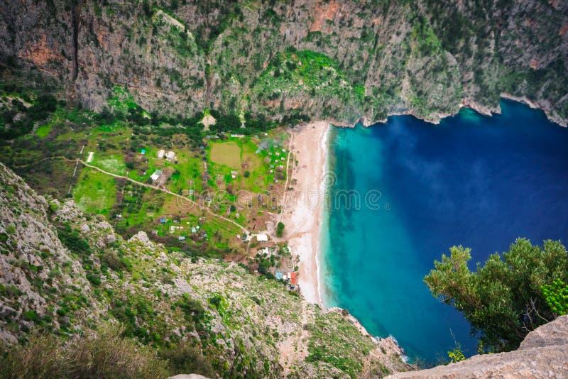 Vogelperspektive von Butterfly Valley tiefer Schlucht, Oludeniz, Fethiye, Mugla, die Türkei Erfüllter Wanderer Sommer- und Feiert lizenzfreies stockbild