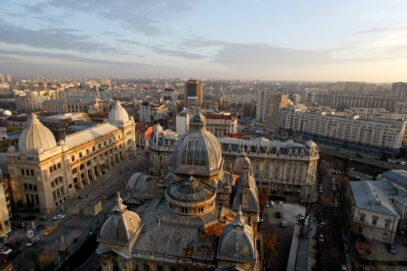 Vogelperspektive von Calea Victoriei und von CEC Palace in Bukarest