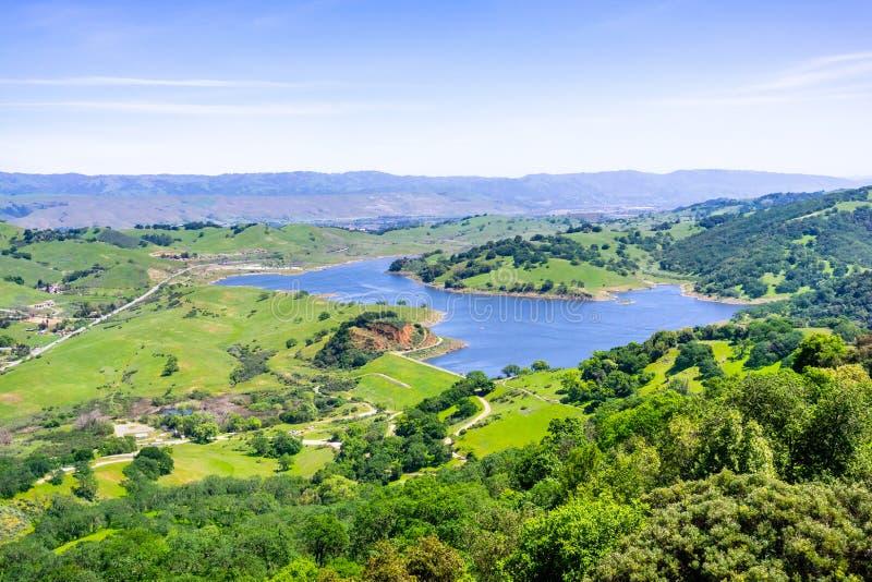 Vogelperspektive von Calero-Reservoir, Calero-Grafschaftspark, Santa Clara County, Süd-San Francisco Bay Bereich, San Jose, Kali lizenzfreie stockfotos
