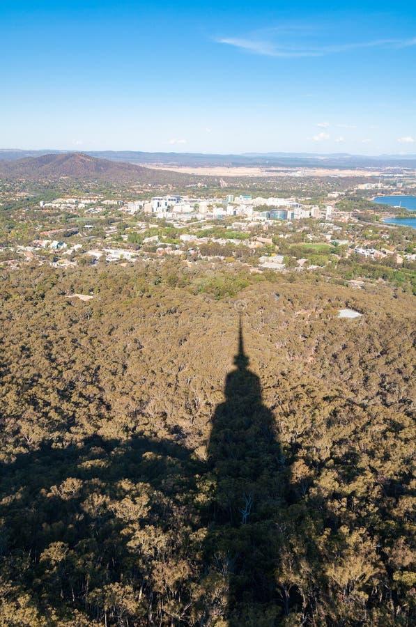 Vogelperspektive von Canberra und von umgebender Landschaft stockbilder