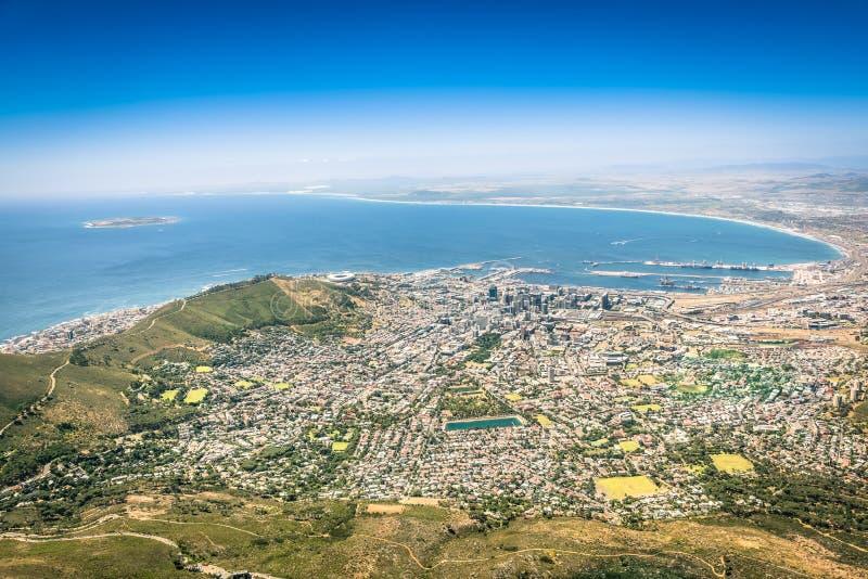 Vogelperspektive von Cape Town-Skylinen vom Ausblickstandpunkt stockfotos
