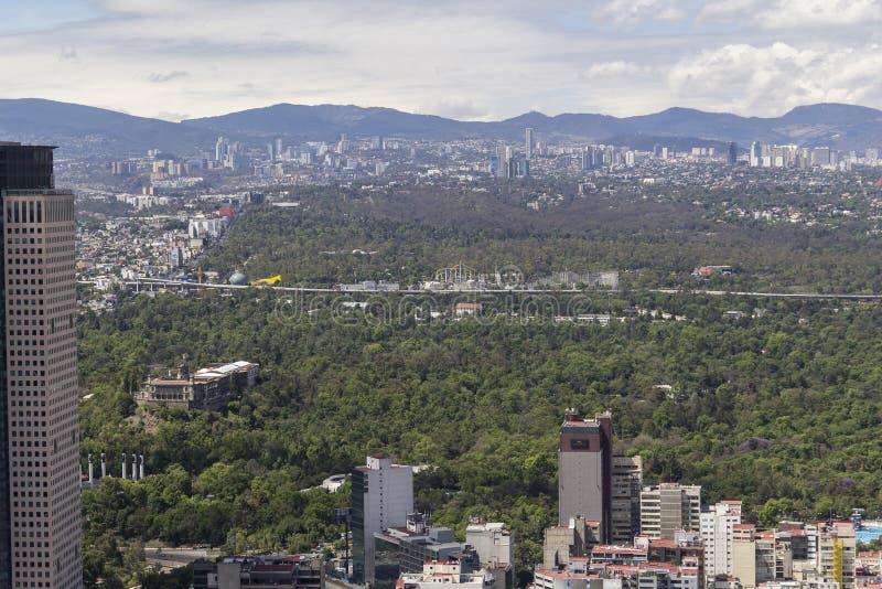 Vogelperspektive von chapultepec Park und Schloss in Mexiko City lizenzfreie stockbilder