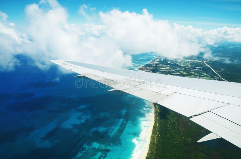 Vogelperspektive von der Fläche über Punta Cana, Dominikanische Republik stockbilder