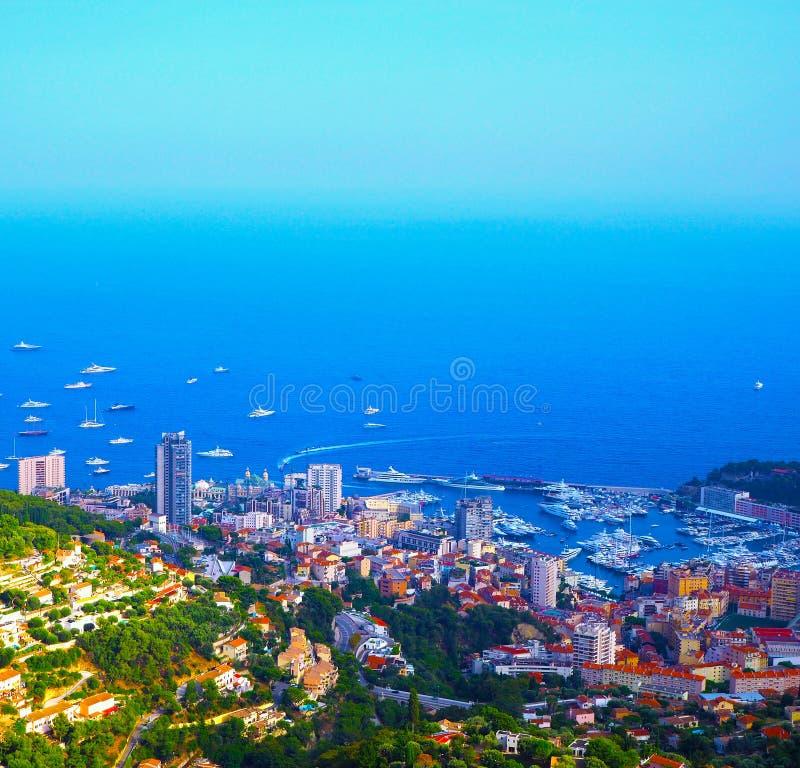 Vogelperspektive von Dorf La Turbie zum Fürstentum Monaco, Monte Carlo lizenzfreies stockbild