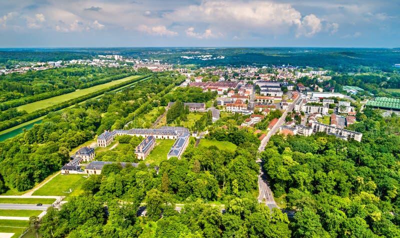 Vogelperspektive von Fontainebleau und von Avon Seine-et-Marne-Abteilung von Frankreich lizenzfreie stockfotografie
