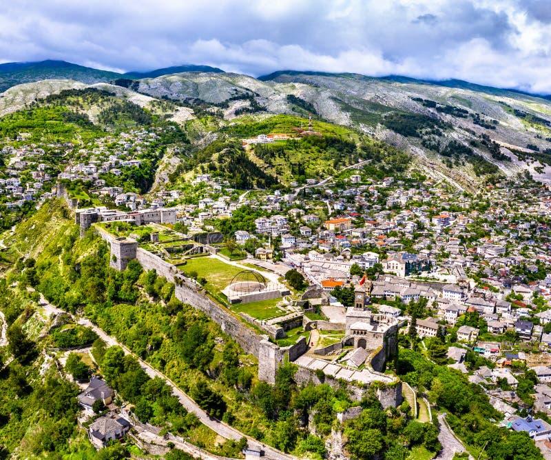 Vogelperspektive von Gjirokaster-Festung in Albanien lizenzfreie stockfotografie