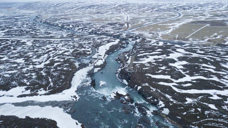 Vogelperspektive von Godafoss-Wasserfall in Island mit leerem Raum für Text-/Landschaftsphotographie/drone-Fotografie stockfotografie