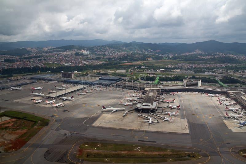 Vogelperspektive von GRU-Flughafen lizenzfreie stockbilder