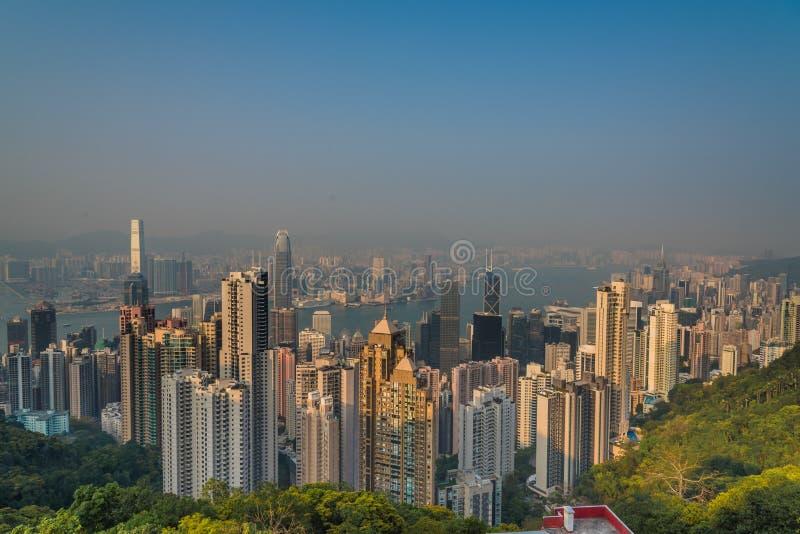Vogelperspektive von Hong Kong von Victoria Peak am Abend stockfotografie