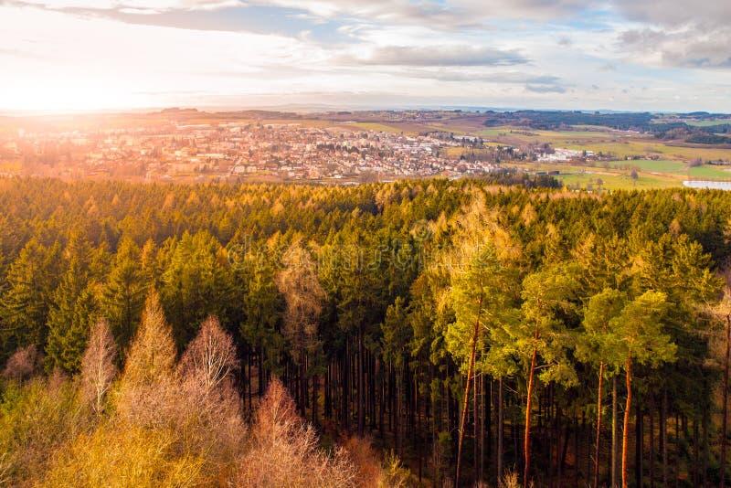 Vogelperspektive von Humpolec vom Orlik-Schlossturm, Vysocina-Region, Tschechische Republik lizenzfreie stockfotos