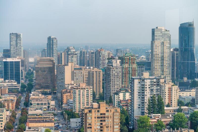 Vogelperspektive von im Stadtzentrum gelegenen Skylinen Vancouvers von der Stadtdachspitze, Bri lizenzfreies stockfoto