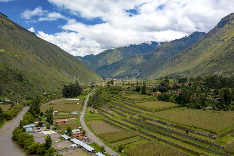Vogelperspektive von Inkalandwirtschaftsterrassen am heiligen Tal der Inkas stockfotografie