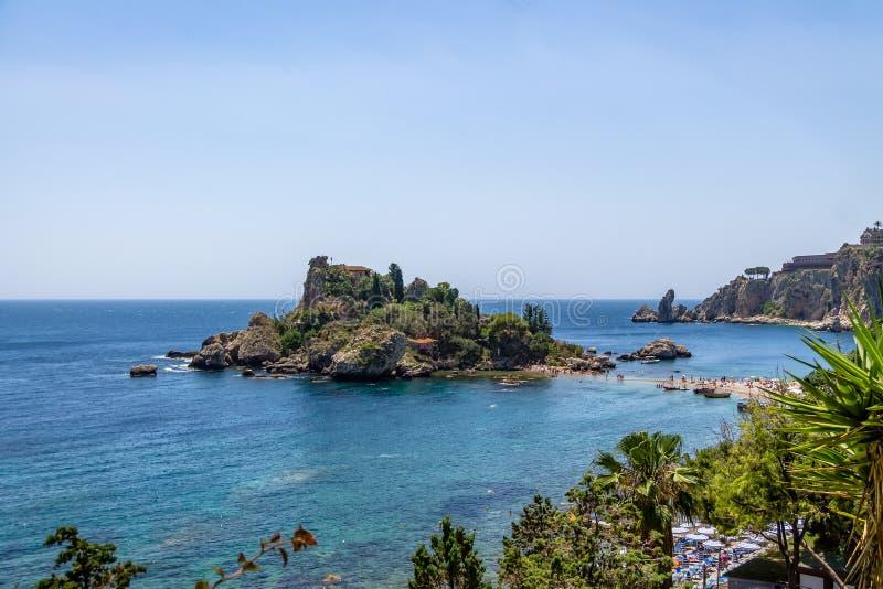 Vogelperspektive von Insel Isola Bella und von Strand - Taormina, Sizilien, Italien lizenzfreies stockfoto