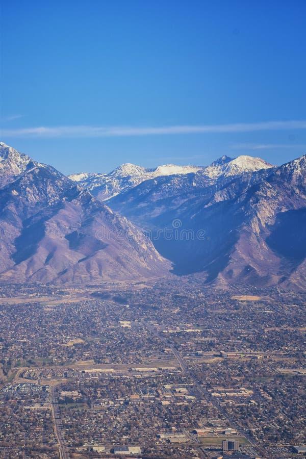 Vogelperspektive von Landschaften Wasatch Front Rocky Mountain auf Flug über Colorado und Utah während des Winters Großartige aus stockfoto