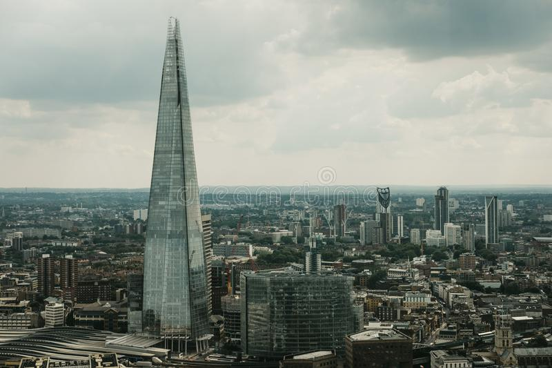 Vogelperspektive von London-Skylinen und von Scherbe, London, Großbritannien lizenzfreie stockfotos