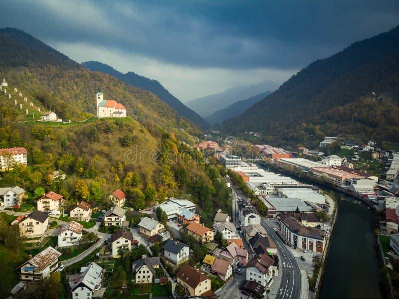 Vogelperspektive von Markstein chappel in Idrija, Slowenien stockfotografie