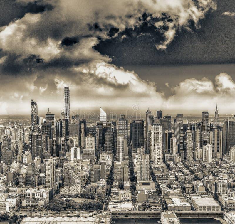 Vogelperspektive von Midtown Manhattan, New York City lizenzfreie stockbilder