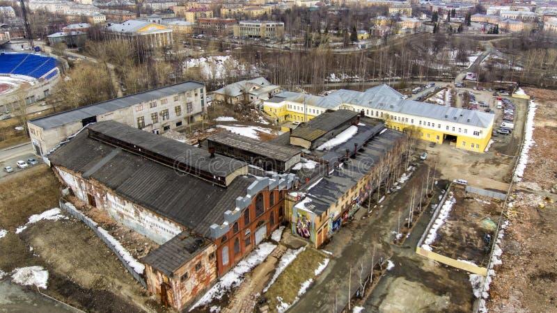 Vogelperspektive von mitfühlenden Resten des enormen Komplexes der Gebäude von alter Anlage stockfoto