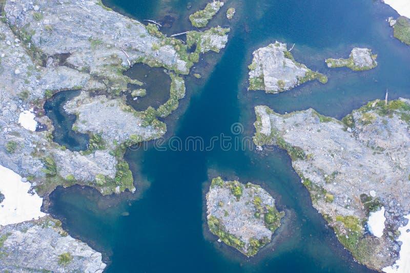 Vogelperspektive von Mountain See in Nord-Kalifornien stockbild