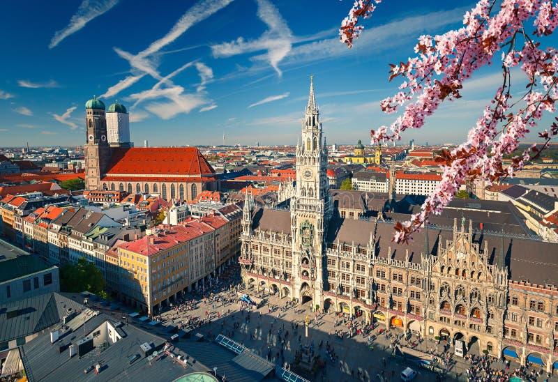 Vogelperspektive von Munchen am Frühling stockbilder