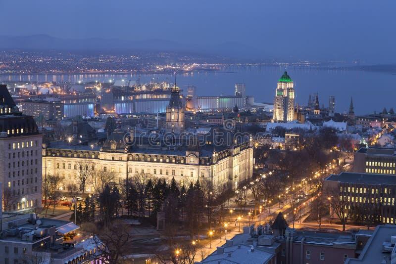 Vogelperspektive von Nationalversammlung Quebec's und von anderen Gebäuden nachts lizenzfreie stockbilder