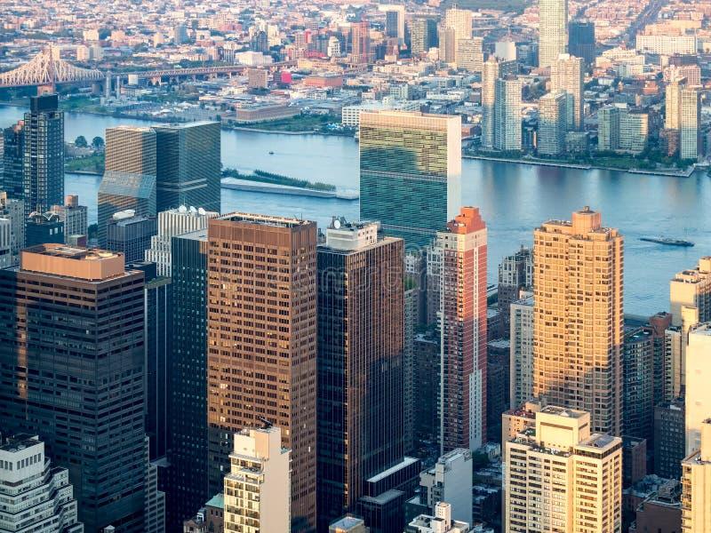 Vogelperspektive von New York City einschließlich die UNO-Hauptsitze stockbild