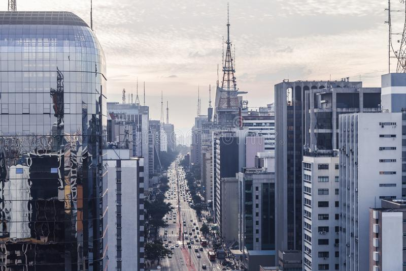Vogelperspektive von paulista Allee an einem bewölkten Tag stockfotos