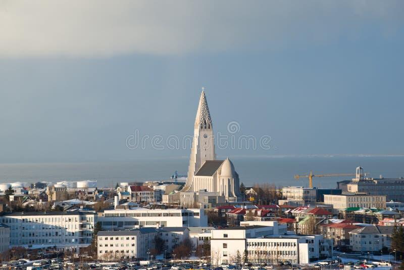 Vogelperspektive von Perlan zum Hallgrimskirkja-Kirchen- und Reykjavik-Stadtzentrum, Island stockbilder