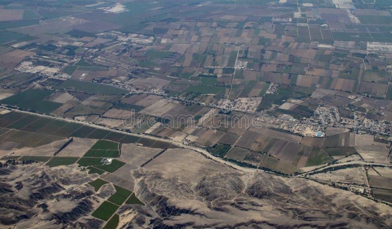 Vogelperspektive von peruanische Bauernh?fe lizenzfreie stockfotografie