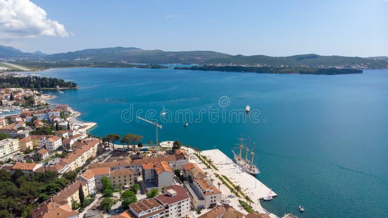 Vogelperspektive von Porto Montenegro Yachten im Seehafen von Tivat-Stadt Kotor-Bucht, adriatisches Meer Ber?hmte Reisen-Zieleinh lizenzfreies stockbild