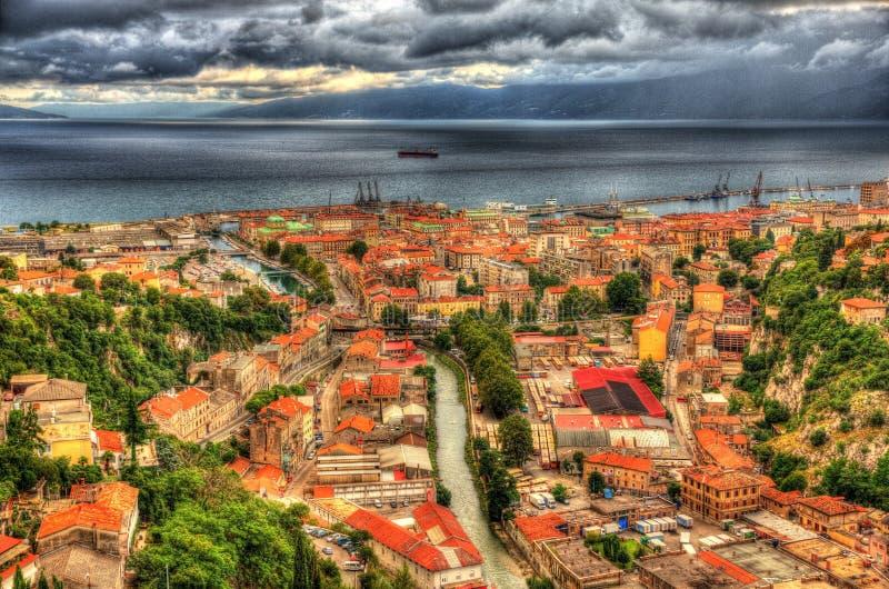 Vogelperspektive von Rijeka, Kroatien lizenzfreie stockfotos