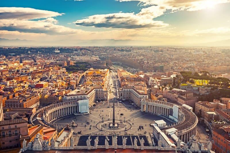 Vogelperspektive von Rom von St Peter Kathedrale lizenzfreie stockbilder